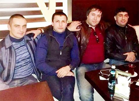 Слева воры в законе: Заур Шипилов (Заур Нахичеванский), Хаджибаба Талыбханлы (Хаджи Бейлаганский), авторитет Хамзат Гастамиров (Шейх Хамзат), вор в законе Ровшан Джаниев (Ровшан Ленкоранский)