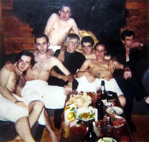 Слева воры в законе: Владимир Ишхнели (Валало), Эдуард Габелая (Цуцуна), Нодари Вацадзе (Покрышка), Каха Квагинидзе (Кете), Александр Окунев (Огонек)