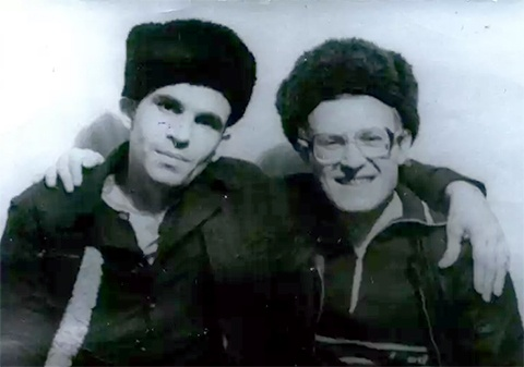 Слева: вор в законе Виктор Коростылев -Коростыль (колония Грузии, 1989 год)