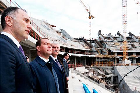Слева: Марат Оганесян, Дмитрий Медведев, Дмитрий Полтавченко
