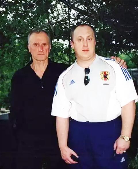Слева: политический деятель Геннадий Бурбулис и Аркадий Елизаров