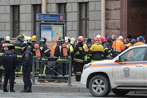 Взрыв метро в Питере фото