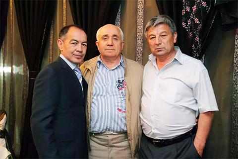 Слева: Тохтар Тулешов и криминальный авторитет Ильяс Султанов (Дядя Ильяс)