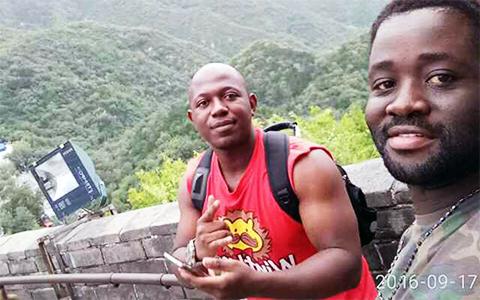 Слева: Луабея Мулумба и Ричманд Аниаква