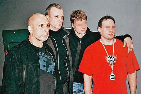 Лидер группировки Владимир Дерюжкин (крайний слева) и казначей Александр Туманов (второй слева)