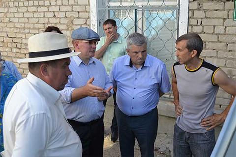Глава района Александр Тыгин и его заместитель Фоат Шамсиев (по центру)