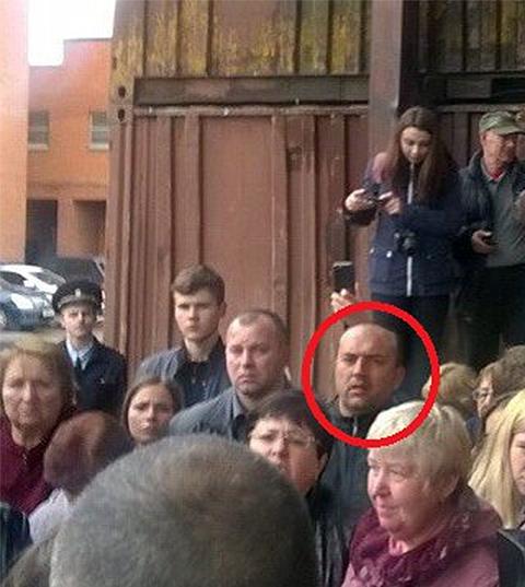 Именно этот человек по утверждению жильцов у Кучино, обещал расправиться с ними, если они не замолчат