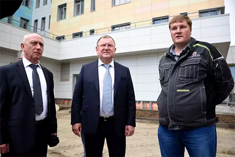Евгений Жирков инспектирует строительный объект