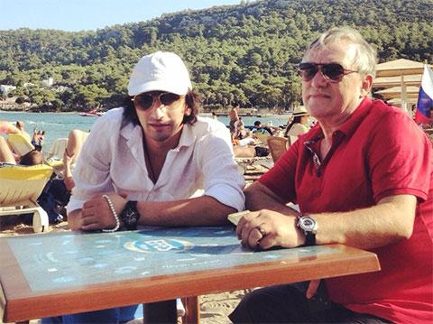 Антимоз с сыном Нуриком, Турция