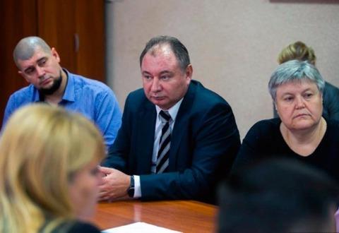Новый собственник Виталий Мильченко (слева) и гендиректор УК «Ява» Игорь Гребенщиков (в центре)
