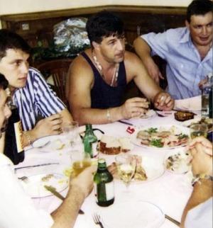 Встреча группировки «Сэйлем». В центре Сергей Воронков, в полосатой рубашке экс-депутат крымского парламента Александр Мельник