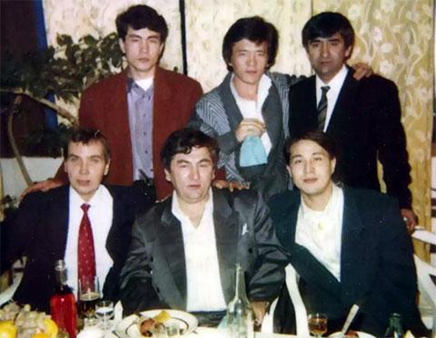 Внизу слева направо воры в законе: Павел Захаров (Цируль) и Датико Цихелашвили (Дато Ташкентский); вверху слева: Юрий Ким (Юра Ташкентский), Москва