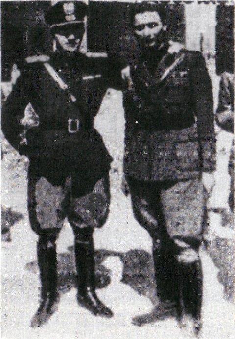 Так начинал карьеру будущий глава ложи «П-2» Личо Джелли (справа) в фашистской форме