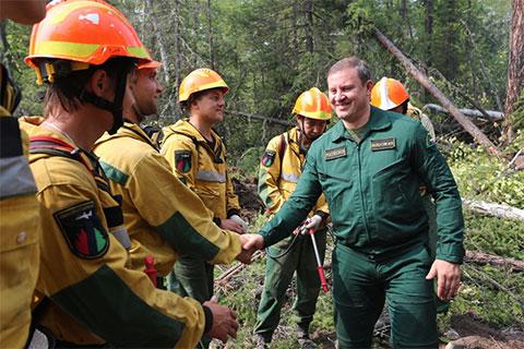 Иван Валентик на тушении лесного пожара