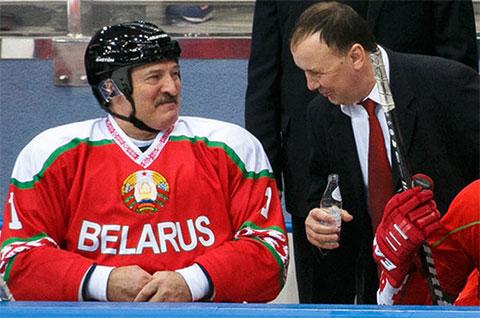 Михаил Захаров и Александр Лукашенко на хоккее