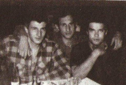 Слева: вор в законе Олег Плотников  - Плотник