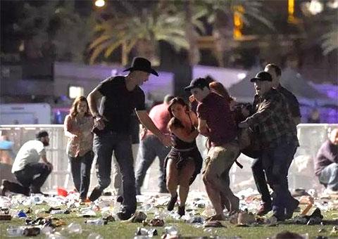 На месте расстрела в Лас-Вегасе