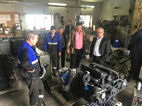 1 сентября 2017 года замминистра экономики Юрий Бровченко (справа от центра, в очках), отвечающий за оборонный сектор, посетил производство «Техимпекса». Евгений Ващилин, владелец 50 процентов «Техимпекса», в коричневой куртке