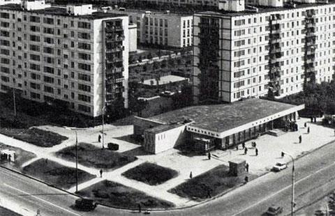 Площадка перед универмагом «Белград», где в июле 1988 года разгорелось побоище между наперсточниками Сильвестра и азербайджанцами