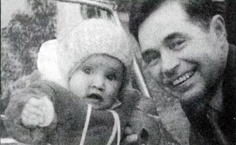 Юрий Соколов с внучкой