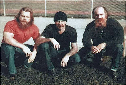 Лидеры Арийского братства, справа: Тайлер Бингем, Барри Миллс