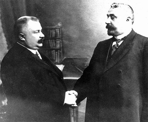 Справа: Руководители сыскной полиции Петербурга и Москвы В.Г. Филиппов и А.Ф. Кошко