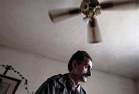 Брат 45-летнего Деде, живущего в Шкодере, погиб при ограблении банка, и теперь Деде ждет удобного момента, чтобы отомстить