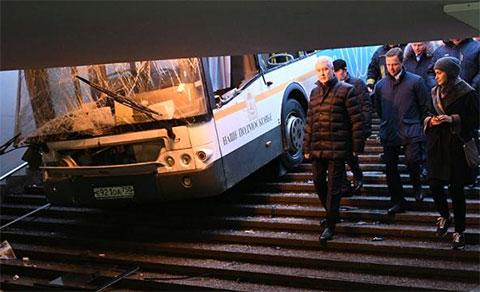"Сергей Собянин на месте аварии у станции метро ""Славянский бульвар"""