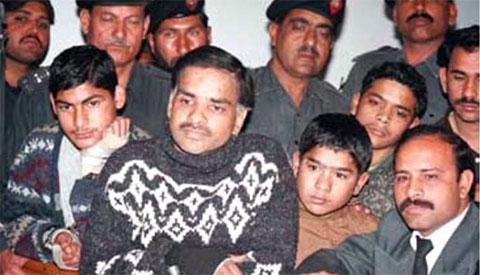 Джавед Икбал на суде