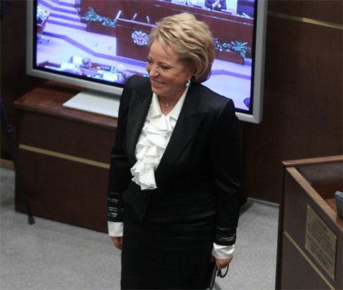 Валентина Матвиенко во время принятия в Совет Федерации