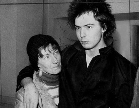 Сид Вишес с матерью