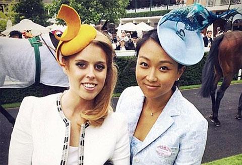 Справа: жена Евгения Ключарева Вероника Чу с принцессой Беатрисой