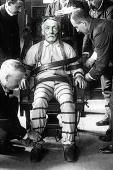 Альберт Фиш во время казни на электрическом стуле