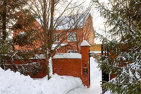 Дом Елены Шишмаревой в поселке Столбищи, в котором и было обнаружено ее тело