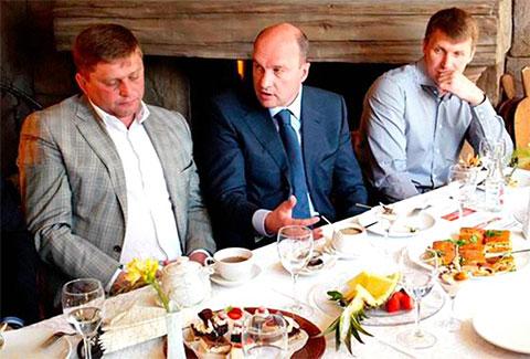 Сергей Вялков (в центре) и Сергей Журба (справа)