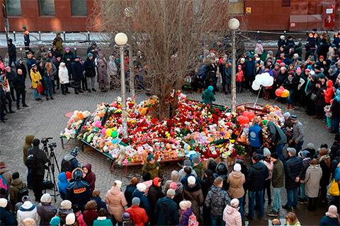 Стихийный мемориал в Кемерово