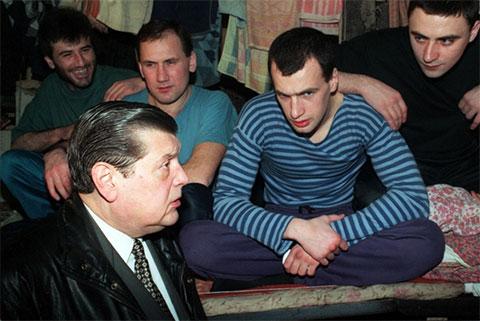 1997 год - уже бизнесмен Чурбанов привез гуманитарный груз в Бутырскую тюрьму