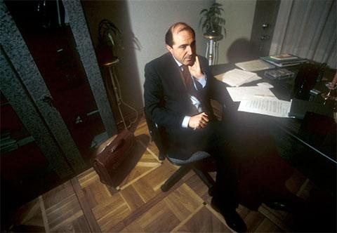 Президент «ЛогоВАЗа» Борис Березовский в своем рабочем кабинете, 1996 год