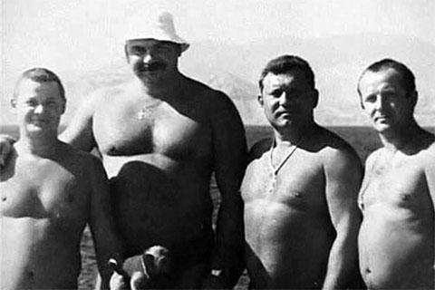Вячеслав Ермолов в окружении Тальятинских бандитов