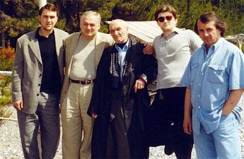 Слева воры в законе: Константин Васильев (Костя Шрам), Бесик Джонуа, Анатолий Дуплищев (Толик Амбал), Валало Ишхнели