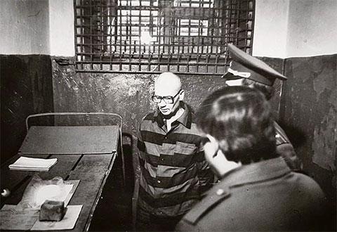 Самый известный маньяк в СССР Андрей Чикатило в своей камере смертника