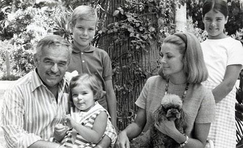 Ренье III Гримальди и Грейс Келли с детьми