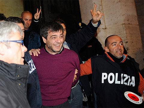 Антонио Йовине, влиятельный босс неаполитанской Каморры, после его ареста в полицейском штабе Неаполя