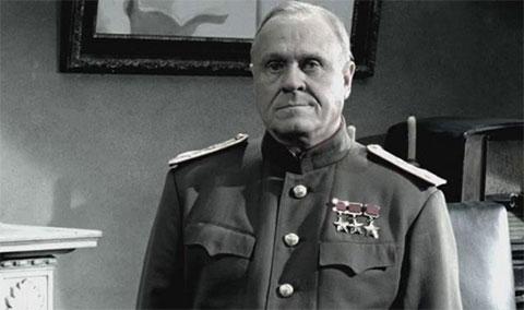 Владимир Меньшов в роли Жукова