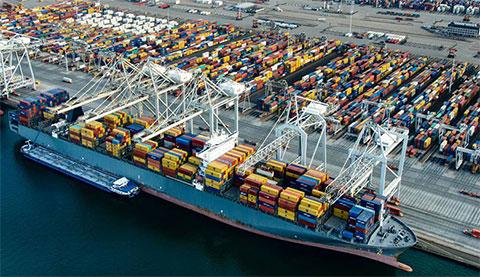 Контейнерный терминал в порту Роттердама
