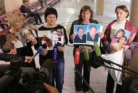 Родные и близкие жертв Цапков