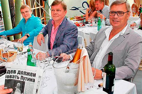 В центре: Тимур Клиновский