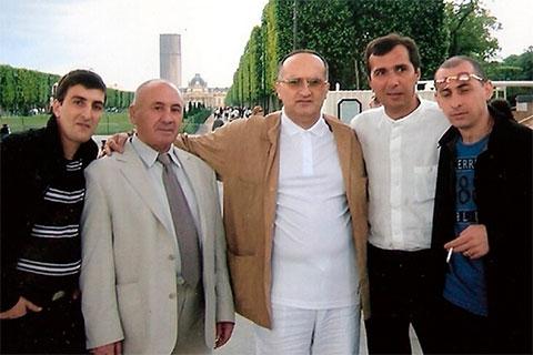 Воры в законе, слева: Кахабер Шушанашвили (Каха), Михаил Никурадзе (Луа), Давид Чхиквишвили (Дато Сургутский), Мераб Джангвеладзе (Мераб Сухумский), Звиад Дарсадзе (Звиад)