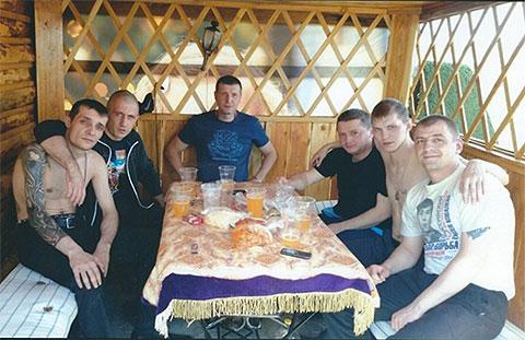 Третий справа: Вячеслав Цеповяз