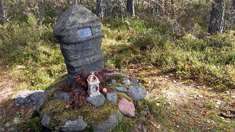 Памятник на месте, где нашли тело Кюлликки Саари